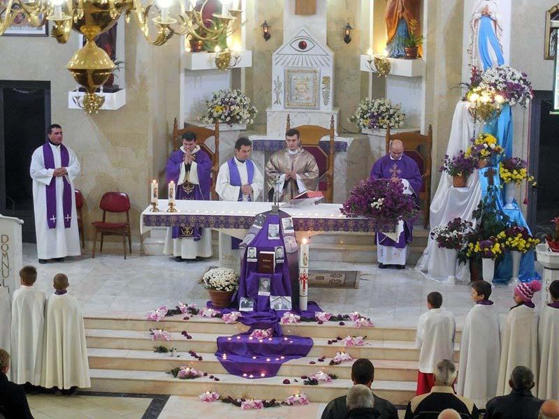 liturghie-de-pomenire-a-tuturor-credinciosilor-raposati-traian-2014